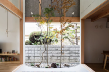 02 The most gorgeous and perhaps unusual feature of this home is an indoor garden, a response to the clients' wish to be close to nature