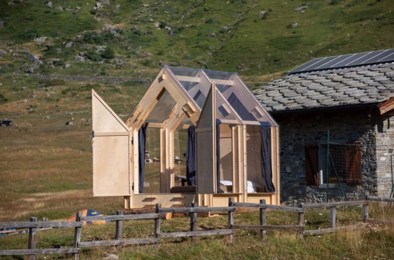 The cabin is made of birch plywood and of glass and can be assembled in 2 hours, curtains will keep privacy of the owners