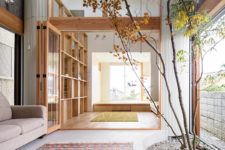 04 The house is decoated in minimalist style, with much natural wood and glass partitions