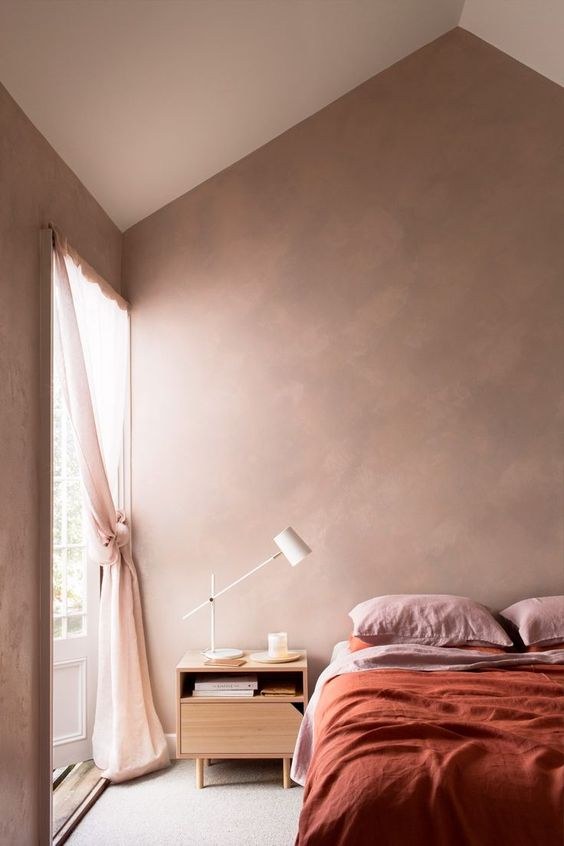 a welcoming and airy earthy tone bedroom with touches of pink and light pink for a fresh look