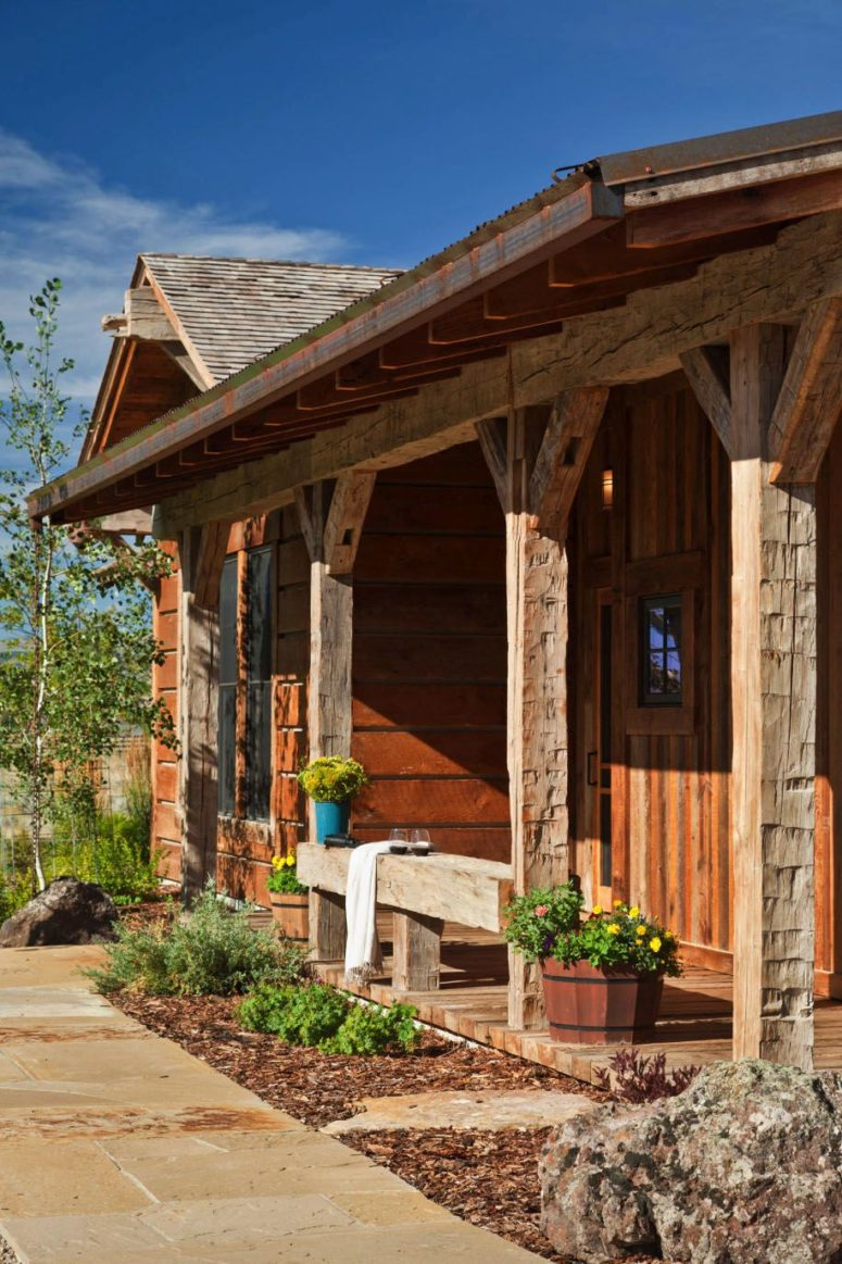 Montana Retreat Done In Traditional Rustic Style