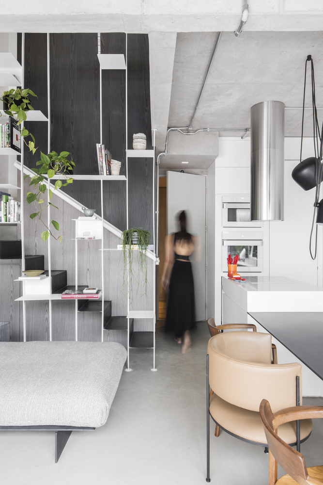 Catchy materials like leather, metal, various kinds of wood and plywood make the apartment more interesting
