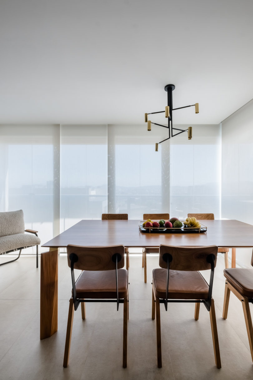 There's a glazed wall allows to take an advantage of the views and there's a dining zone in front of it