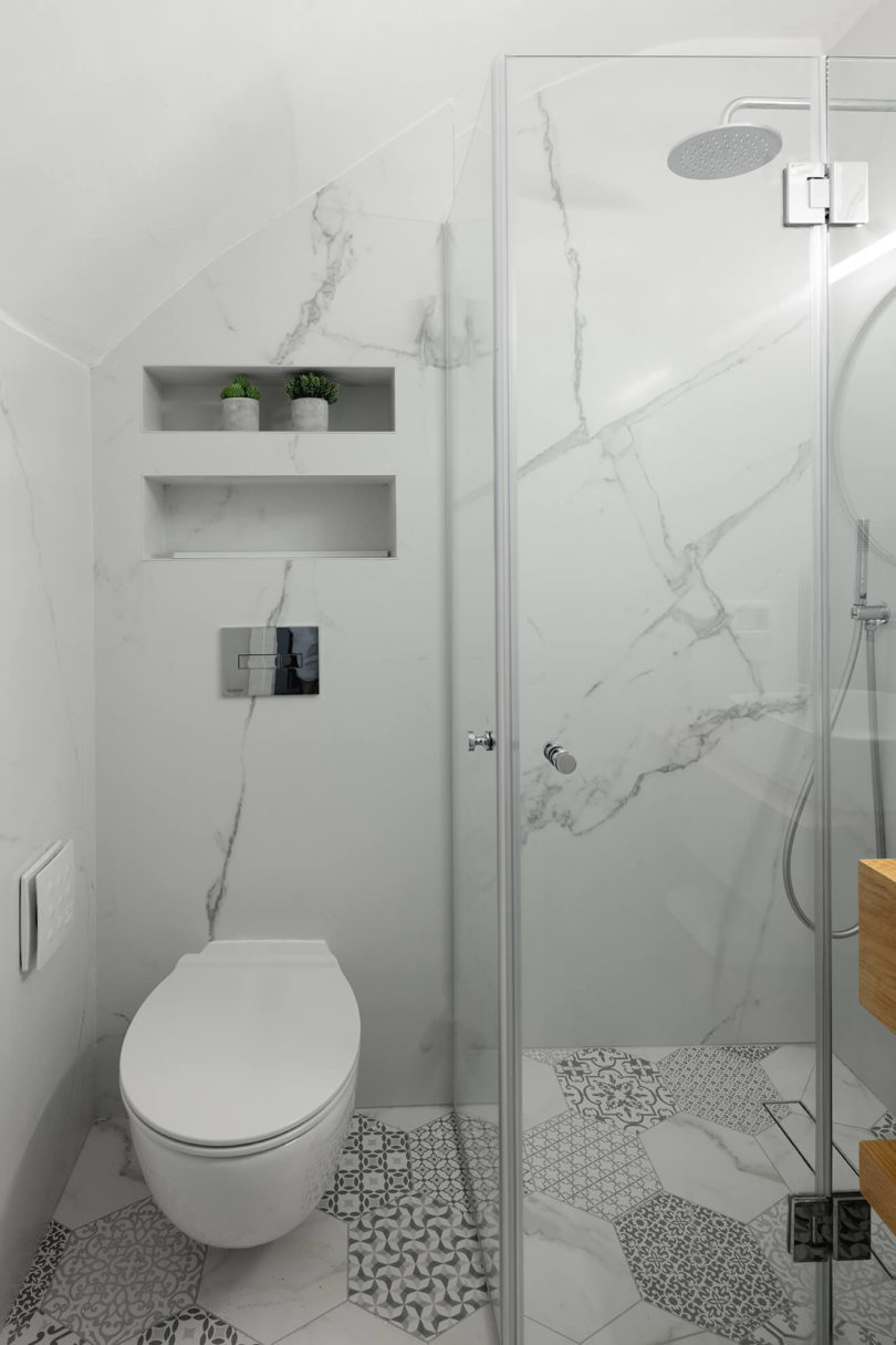The combo of white marble and catchy printed tiles is a very cool and fresh idea