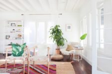 14 a jute rug paired with a colorful printed one and a tropical print pillow for a fun West Coast feel
