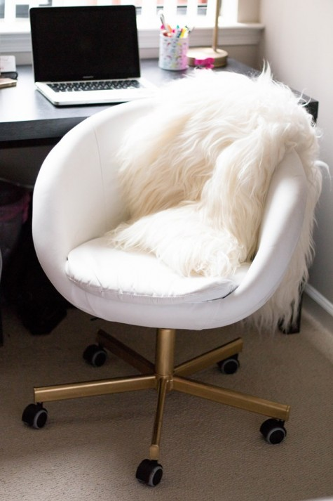 an IKEA Skruvsta chair makeover with gold legs - just use some spray paint and add faux fur