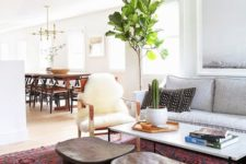 24 layering, bold prints and natural materials plus mid-century modern furniture make this home feel Californian