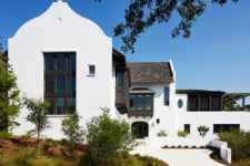 01 This bold and unique looking residence in Florida is inspired by European acrhitecture