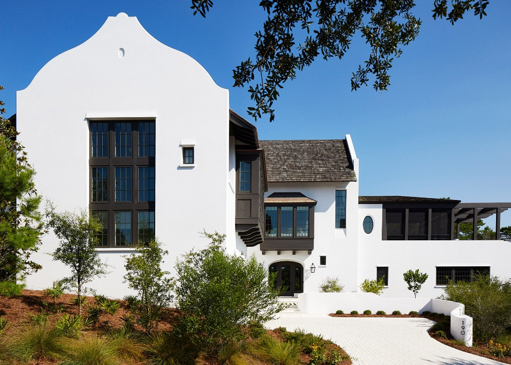 This bold and unique looking residence in Florida is inspired by European acrhitecture