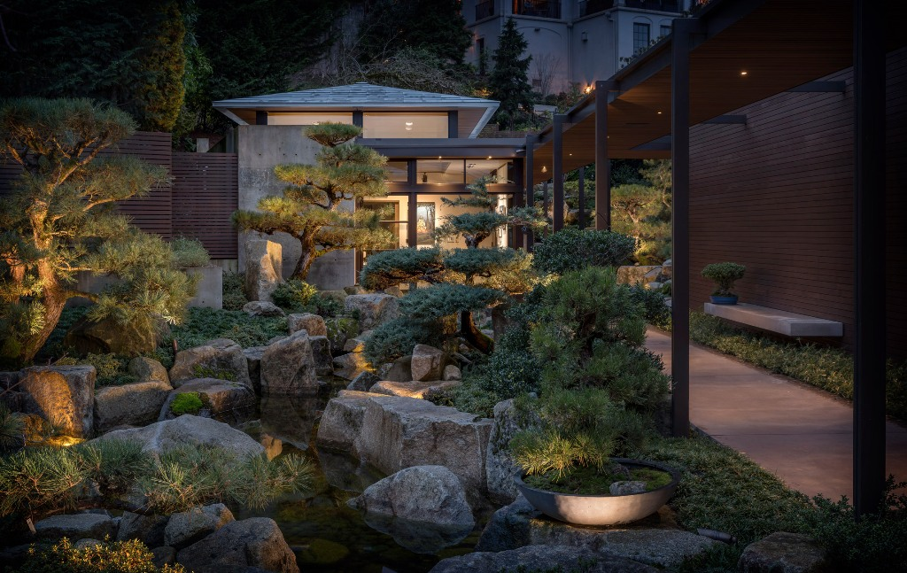 This contemporary home is built in the USA but it features traditional Japanese aesthetics both inside and outside