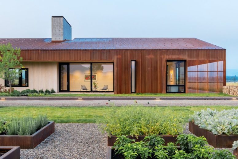 Minimalist Steel Barn House With An Asymmetrical Roof