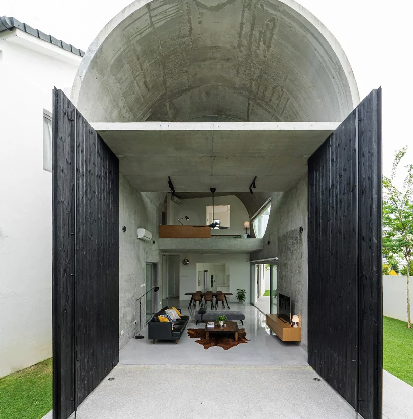 Such a shape was given to the house to create a light and air well for better ventilation