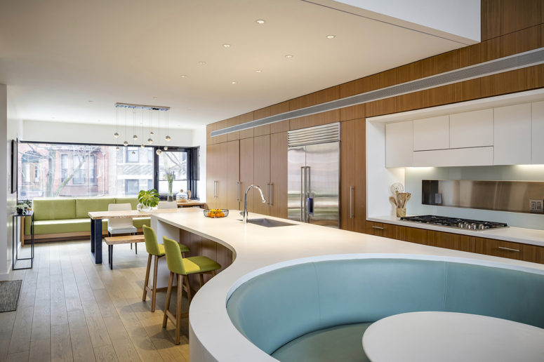 The kitchen features a large kitchen island with a breakfast space and a sunken seating space