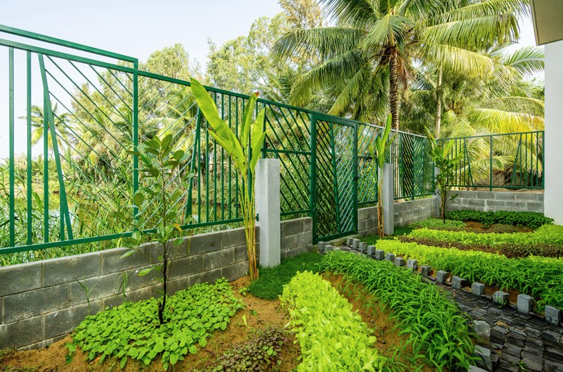 There's an additional garden with lots of greenery