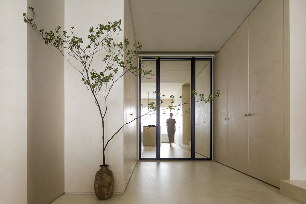 Simplicity and minimalism are principles of wabi sabi, too, and this entryway shows that