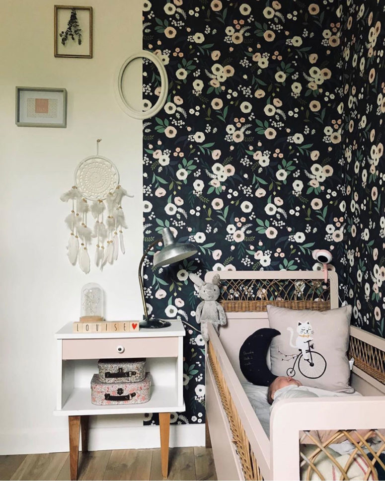 a dark floral print wall makes the light-colored furniture stand out and relaxes and calms the space a bit