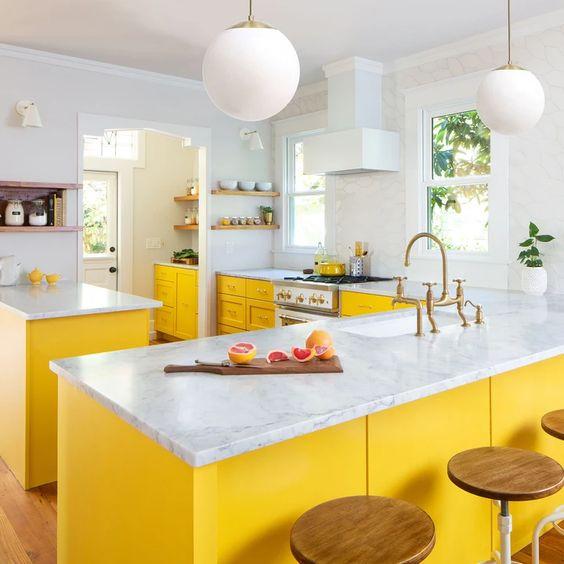 White Kitchen Cabinets Yellow Granite: 25 Yellow And White Kitchens That Raise The Mood