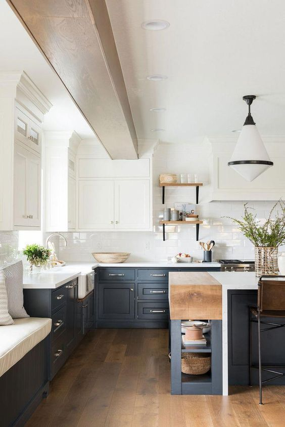 a contrasting kitchen with white upper cabinets and graphite grey lower ones, light colored wood touches