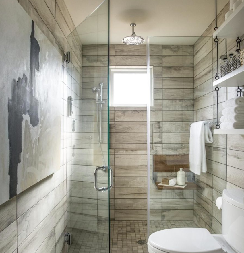 a neutral bathroom done with usual neutral tiles and cool wood plank imitating ones for a soft touch