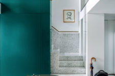 07 The designer used many catchy and interestign materials throughout his home to make it wow
