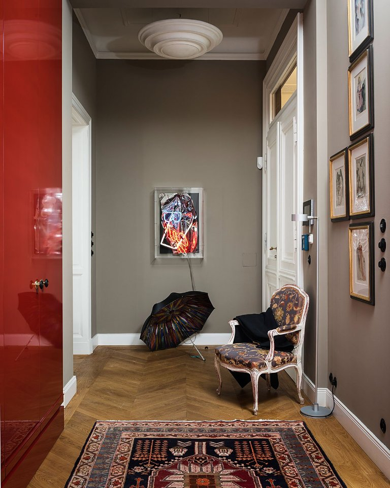 Bright furniture, printed textiles and a cool gallery wall make the spaces wow