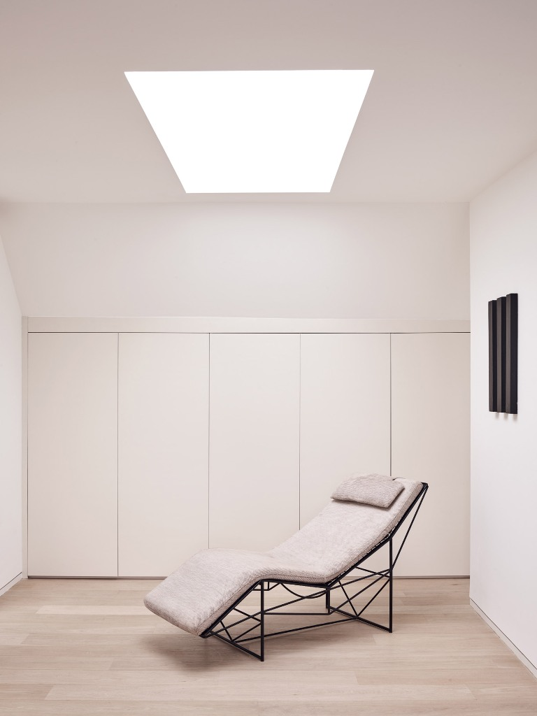 I love this minimalist nook that features much storage space and a skylight with a lounger - so cool to read here