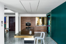 10 There are also wooden cabinets with built-in appliances and a polished gold backsplash