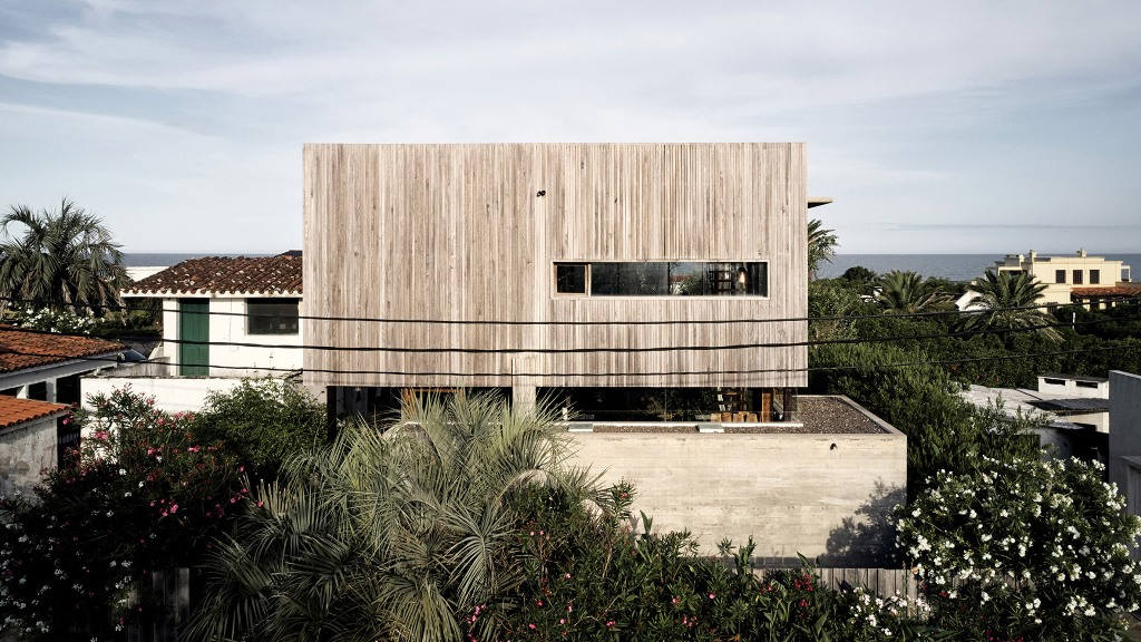 This holiday home of wood and concrete was built by an architect and decorated by his wife, a designer