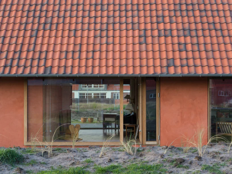 There are many glazed areas to brign natural light in and they feature sliding doors to connect indoors and outdoors