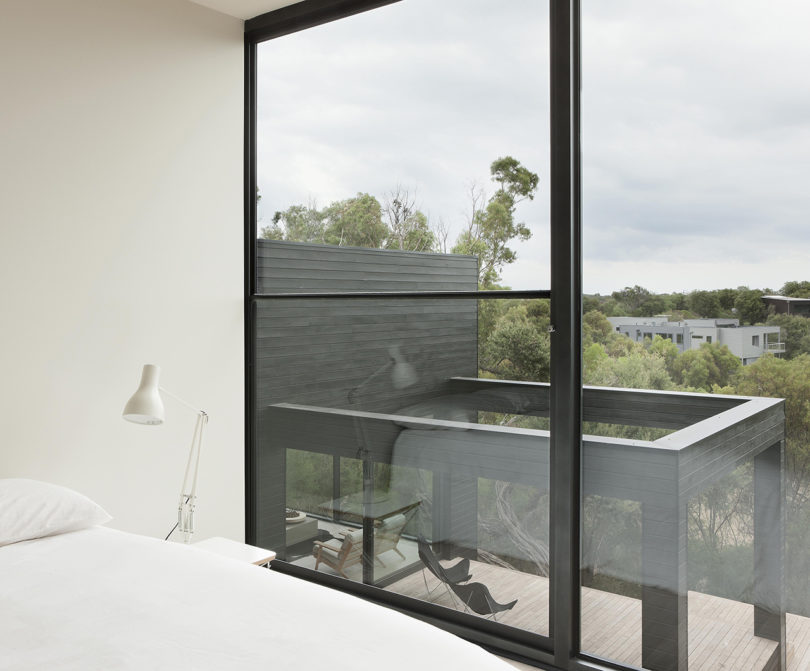 One wall is glazed, which allows much light in and lets the owners enjoy the views a lot