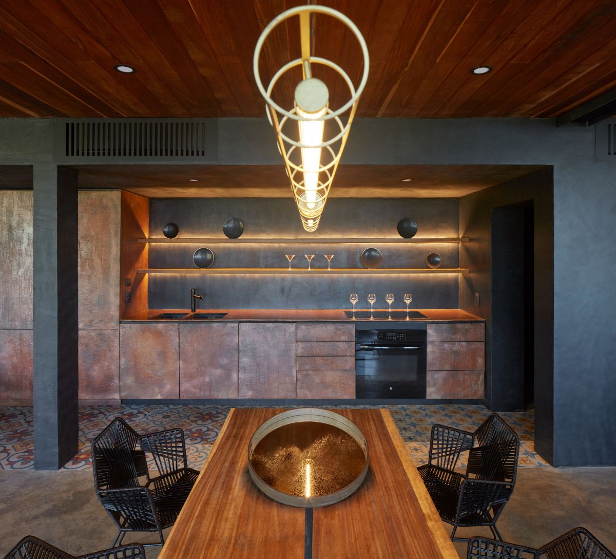 The kitchen is done with metal facades, open shelves and built in lights