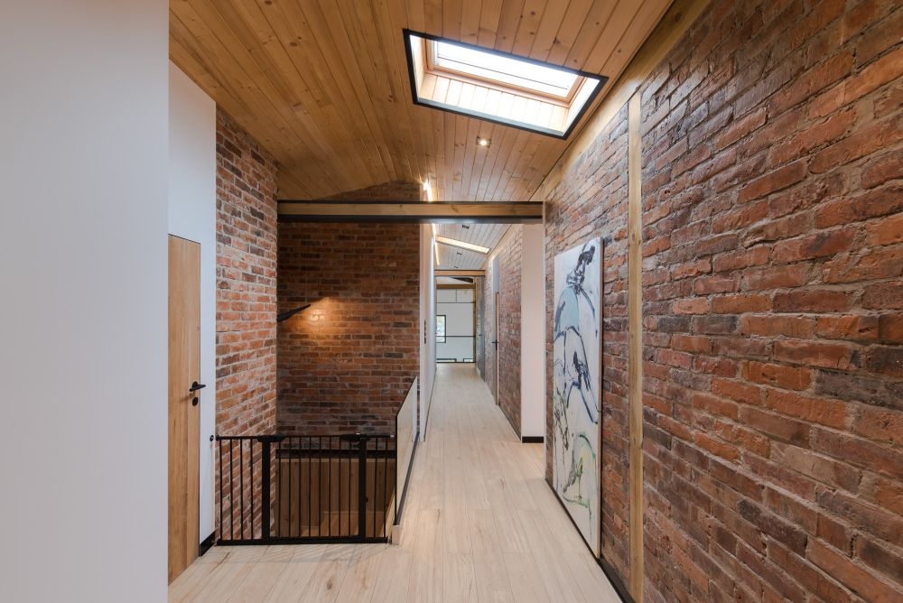 a preserved brick is a must for industrial interiors