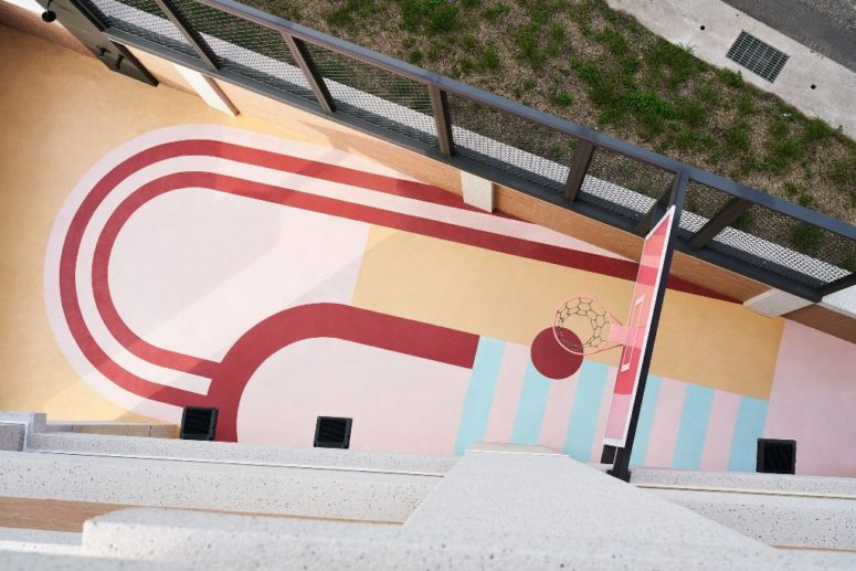 There's a bright terrace designed to play basketball, which is super cool