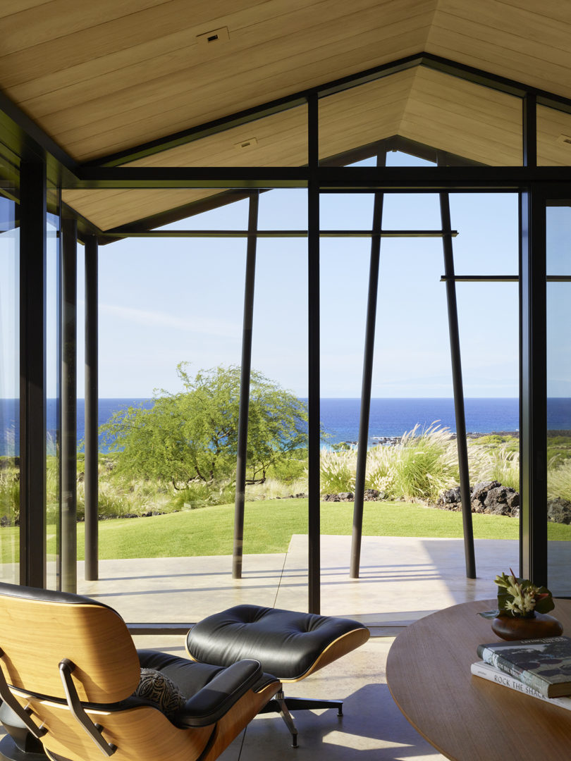 This nook is aimed at enjoying the sea view, the comfy lounger seems to be created for that