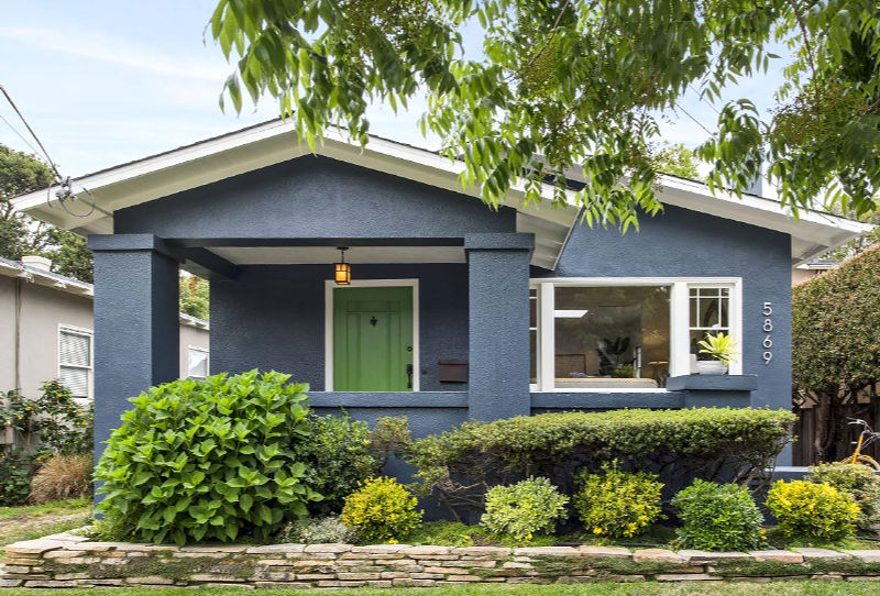 This cozy bungalow was built in the 1920s and it has been recently renovated with style and chic