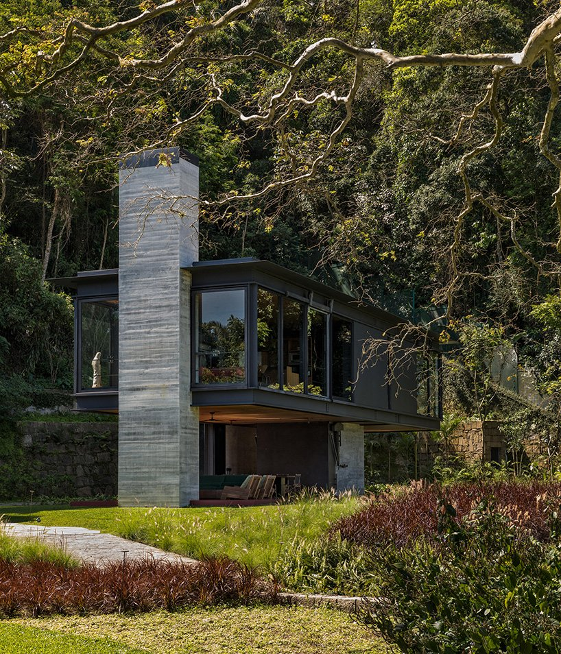This modern rainforest rretreat is called Rio House and it's a great escape from a big city where the owners used to live for many years