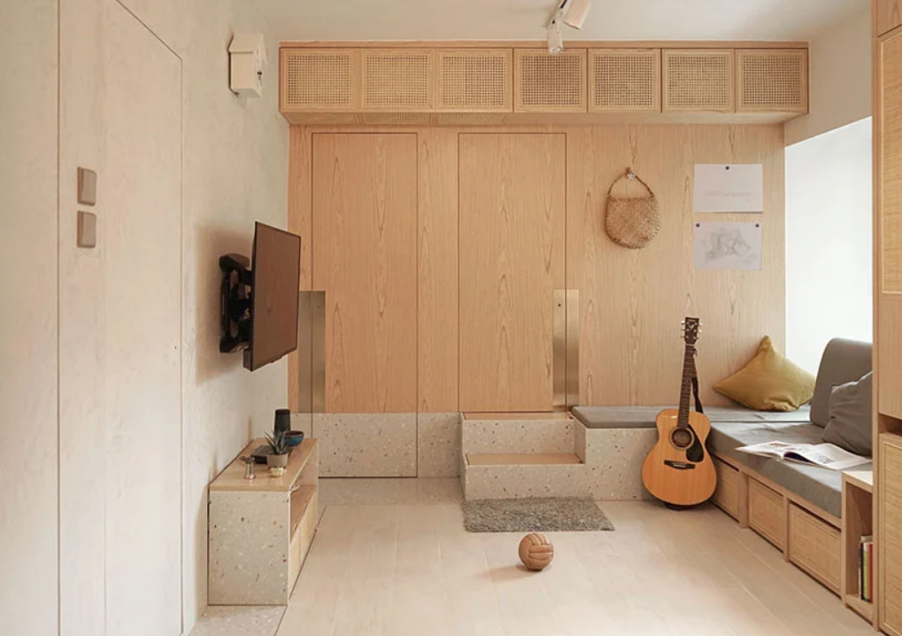 This super cozy apartment is a home for three people, it's very functional and clad with wood and terrazzo
