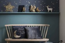 06 a romantic nook with navy and gold star wallpaper, some stars and moon figurines and matching pillows