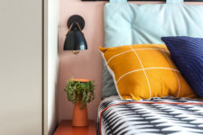 10 Bright bedding continues the decor style