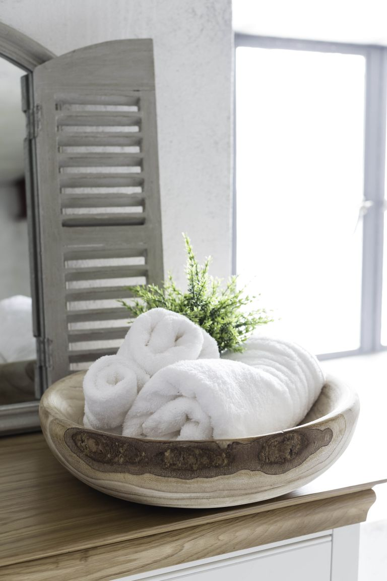 a chic wooden bowl for towels is a creative idea for a large bathroom, you may also place one for soaps