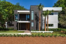 01 This modern house in Florida is located in wetlands, it's elegant and refined, with perfectly cohesive outdoor and indoor zones