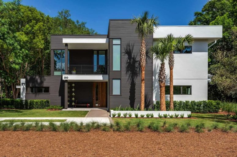 This modern house in Florida is located in wetlands, it's elegant and refined, with perfectly cohesive outdoor and indoor zones