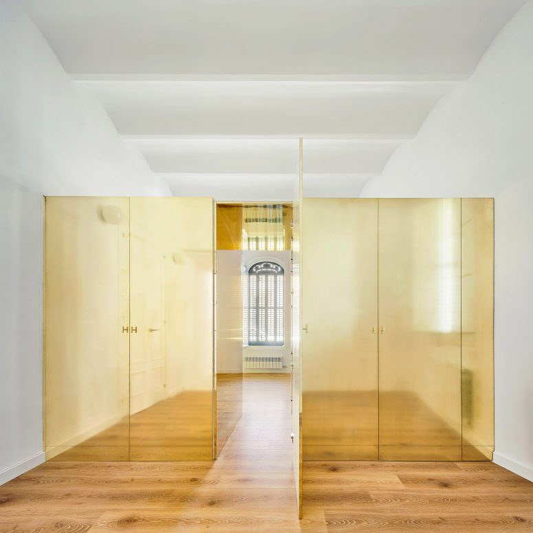 Magic Box Apartment With A Gold Wardrobe In Its Center