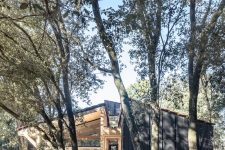04 The house is in pure harmony with the trees around and its' cohesive in the space