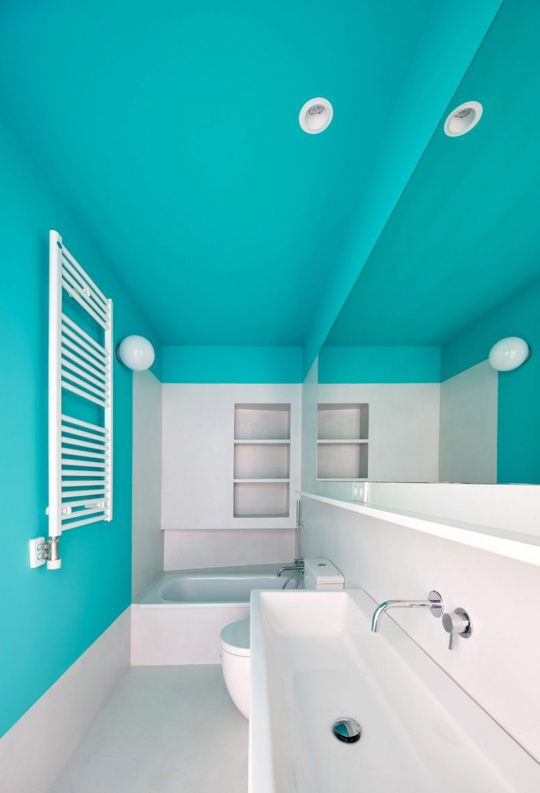 The bathroom is done with color blocking, and bright blue raises the mood at once