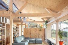 a livibg room with practical windowsil use