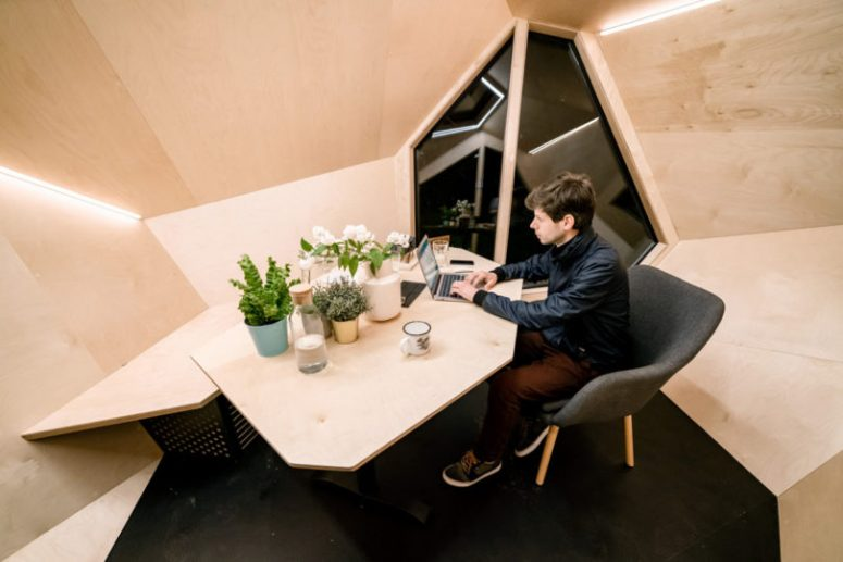 The pod is ideal to turn it into a comfortable home office, it features built-in lights and a desk