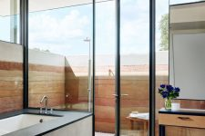 08 The bathroom is partly indoor and partly outdoor to enjoy showers when the weather is warm
