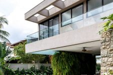 01 This gorgeous contemporary house is located in Brazil and features outdoor-indoor living at its best