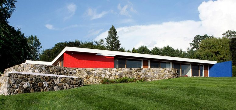 This super bold home in blue and red was built in the 1950s and features pure modernist style and elegance thtat were restored by the owners